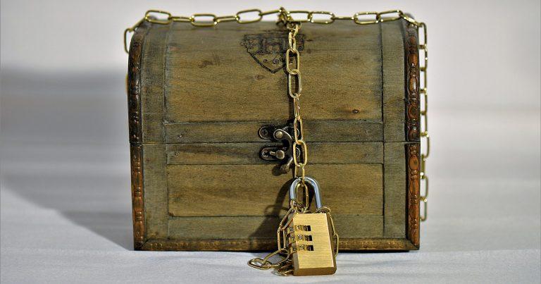 treasure chest, chain, castle